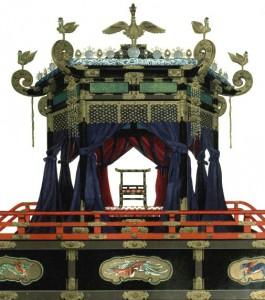 Takamikura, Chryzantemowy Tron